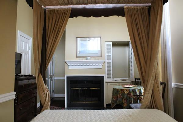 The Leesburg Colonial Inn - Rooms