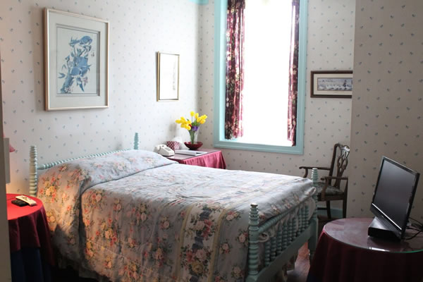 The Leesburg Colonial Inn - Rooms